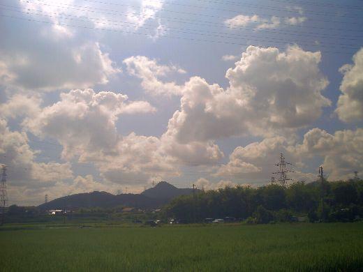 山の上の雲